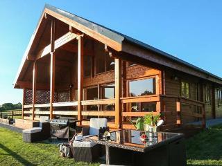 HAMPTON LODGE, luxury lodge, large bedrooms, hot tub, country views, Ellesmere, Ref 925718 - Ellesmere vacation rentals
