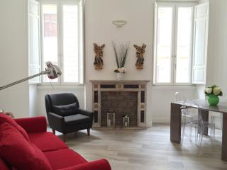 ponte S. Angelo design & charm 2 bedrooms apt - Rome vacation rentals