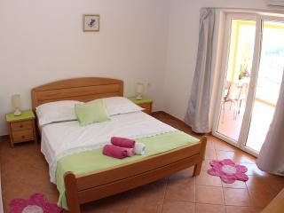 Beautiful Studio with A/C and Wireless Internet in Jelsa - Jelsa vacation rentals