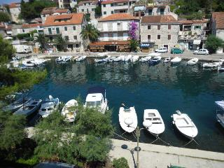Rooms with sea view in Stomorska,island Solta - Stomorska vacation rentals
