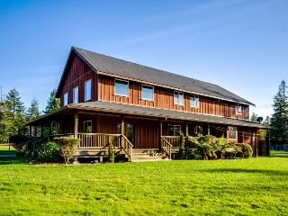 Elegant & dog-friendly country lodge among redwoods with horse pasture! - Mendocino vacation rentals