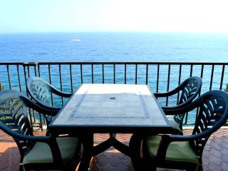Apartamento frente al mar con piscina - Tossa de Mar vacation rentals