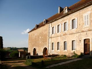 Gîte de l'Abbaye de Moutiers Saint Jean - Moutiers-Saint-Jean vacation rentals
