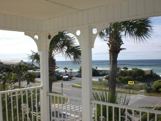 Panoramic View- END UNIT - No Upstair Neighbor - King Bed - Pristine - Destin vacation rentals