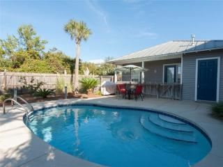 Convenient House with Deck and Internet Access - Destin vacation rentals