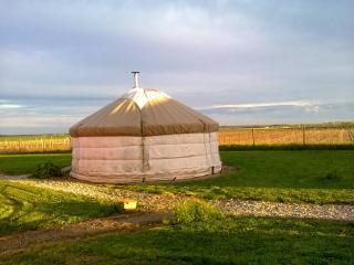 Yourtes Charentaises - yourte globe trotter - Salignac-sur-Charente vacation rentals