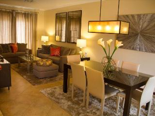 Comfortable House with Shared Outdoor Pool and Television - Noord vacation rentals