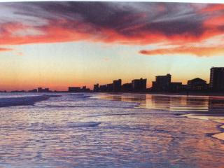Beachside Paradise & Extras: 1-2 BR Condo at N MB - North Myrtle Beach vacation rentals