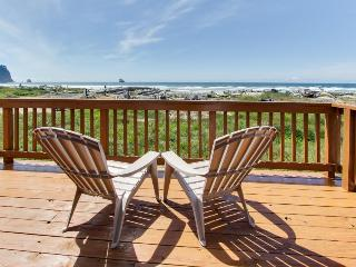 Oceanfront, dog-friendly cottage on pebble beach! - Cape Meares vacation rentals
