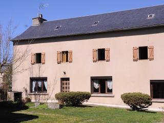 Maison proche du lac de Pareloup - Arvieu vacation rentals