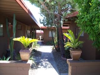 Charming Retro Modern Decor sleeps 3 Near downtown - Palm Springs vacation rentals