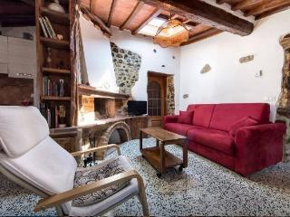 Sunny 1 bedroom Townhouse in Lustignano with Central Heating - Lustignano vacation rentals