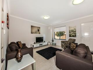 Perfect 3 bedroom Townhouse in Victoria Park - Victoria Park vacation rentals