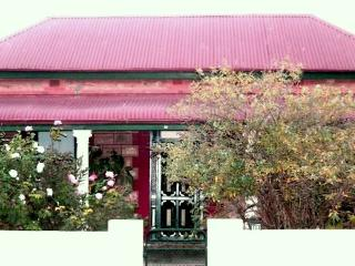 A MINER'S REST-   COTTAGE OF THE YEAR - 2014 - Broken Hill vacation rentals