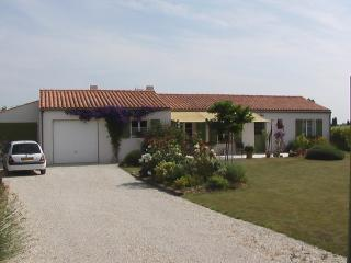 Nice Villa with Internet Access and Parking Space - Sainte Soulle vacation rentals