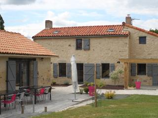 Nice 5 bedroom Villa in Saint-Etienne-du-Bois - Saint-Etienne-du-Bois vacation rentals