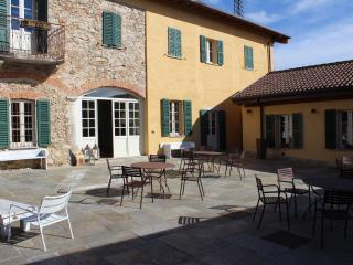 Nice Farmhouse Barn with Deck and Internet Access - Montevecchia vacation rentals