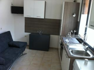 Nice 1 bedroom Villeneuve-les-Maguelone Apartment with Washing Machine - Villeneuve-les-Maguelone vacation rentals