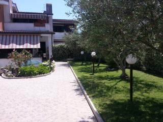 APPARTAMENTO INDIPENDENTE  IN VILLA - Ardea vacation rentals
