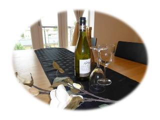 Superb 2 bed Bluewater Holiday Apartment/Balcony - Greenhithe vacation rentals