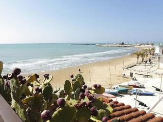 Bright 3 bedroom Vacation Rental in Marina di Ragusa - Marina di Ragusa vacation rentals
