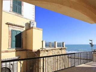 Charming 2 bedroom House in Marina di Ragusa - Marina di Ragusa vacation rentals