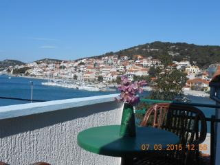 Comfortable 1 bedroom Tisno Apartment with Internet Access - Tisno vacation rentals