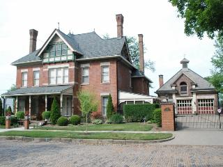 Elegant Brick Victorian built in 1882 - Massillon vacation rentals