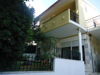 Villa with garden in Carcavelos - Carcavelos vacation rentals