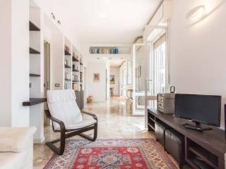 attico con terrazza 5 stop duomo 2 passi c.station - Milan vacation rentals