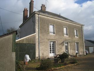 Cozy 2 bedroom Guest house in Malicorne-sur-Sarthe with Internet Access - Malicorne-sur-Sarthe vacation rentals