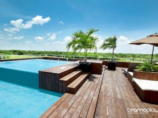 Condo Azul & Golf Course, 2 Mins from Beach! - Playa del Carmen vacation rentals