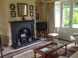 SUIRMOUNT COTTAGE, en-suite, sun trap patio, ideal for a family, in Clonmel, Ref. 926077 - Clonmel vacation rentals