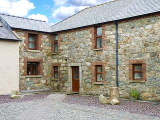 COASTGUARD COURT, cottage with garden, sun room, close to beach, Cullenstown Ref 926526 - Carrick on Bannow vacation rentals