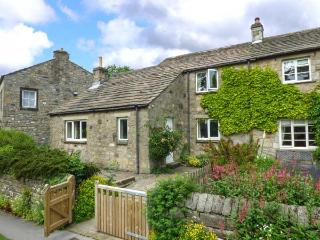 THE SYCAMORES, stone cottage with open fire, overlooks green and river, close - Burnsall vacation rentals