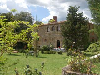 5 bedroom Villa in Bucine, Siena and surroundings, Tuscany, Italy : ref 2294039 - Badia Agnano vacation rentals