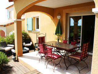 Nice Condo with Deck and Internet Access - Béziers vacation rentals