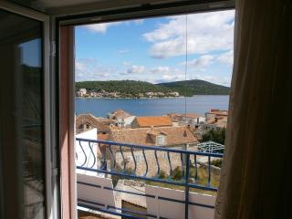 3 bedroom Condo with A/C in Tisno - Tisno vacation rentals
