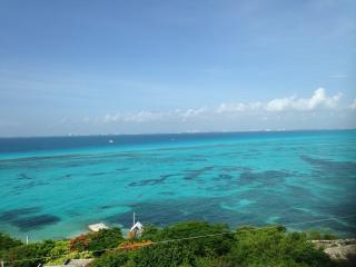 Mar Y Cielo, 2BR, 2BA,  Dazzling View, Snorkeling - Isla Mujeres vacation rentals