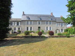 Spacious 9 bedroom House in Gueret with Internet Access - Gueret vacation rentals