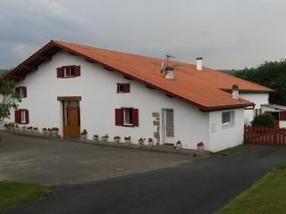 gite 6/8 pers au pays basque - Saint-Esteben vacation rentals