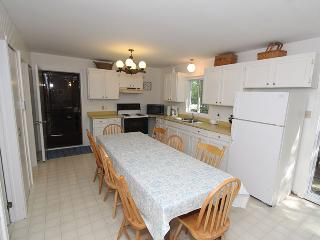 Comfortable Cottage with Deck and DVD Player in Point Clark - Point Clark vacation rentals
