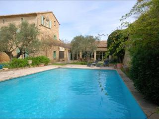 Lovely Open Plan Restored Village House Near Uzès, Sleeps 9 - Castillon-du-Gard vacation rentals