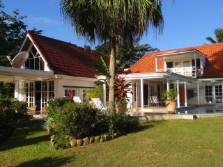 Bright 3 bedroom Villa in Pacific Harbour - Pacific Harbour vacation rentals