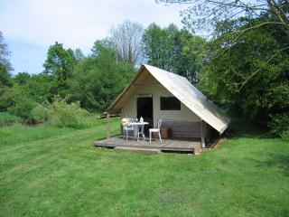 Beautiful 1 bedroom La Chapelle-Themer Tented camp with Deck - La Chapelle-Themer vacation rentals