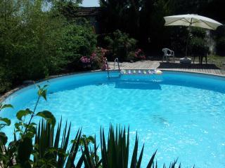 les grenels ancien pigeonnier avec piscine privée - Saint-Cyprien vacation rentals