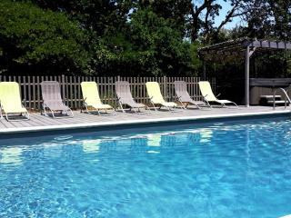 """Mas Le Gros Pierre, appartement """"Luberon"""" - Maubec vacation rentals"""