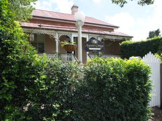 Charming 3 bedroom Cottage in Toowoomba - Toowoomba vacation rentals
