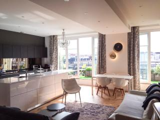 Luxury apt. Le Marais-Beaubourg. 2BR/2BA. Balcony - Paris vacation rentals