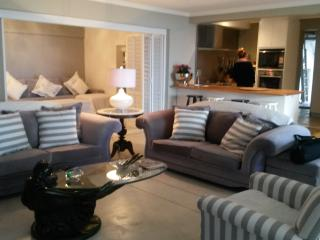 bright and easy - Located in Camps Bay - Bakoven vacation rentals